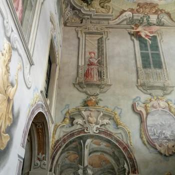 fig 7 Figura femminile al balcone